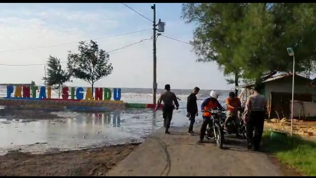 Antisipasi Cuaca Extrem Polsek Batang Kota Giatkan Patroli Pesisir Pantai